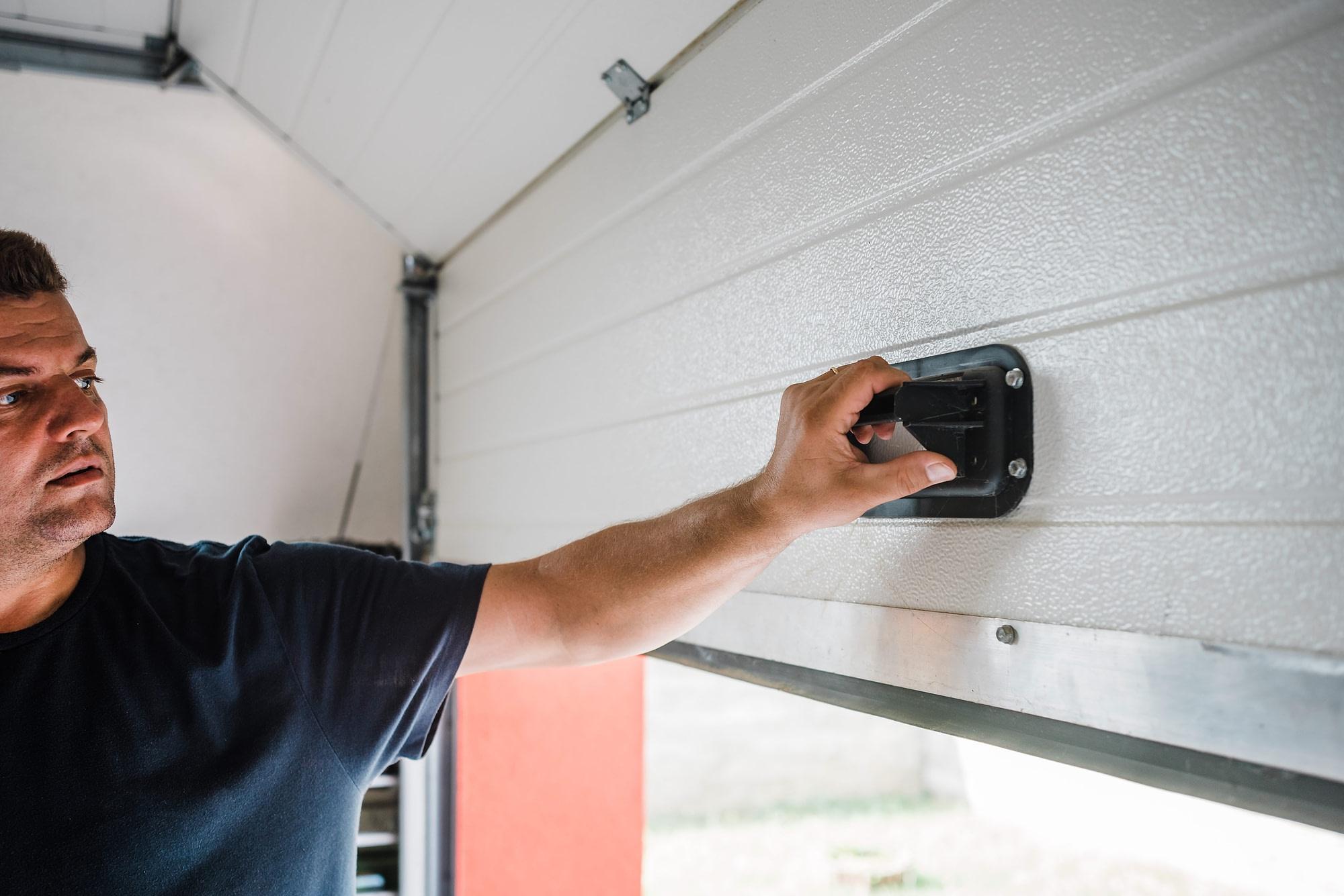 how to lock garage door
